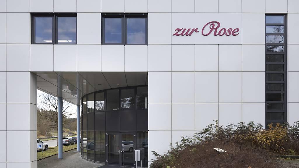 Der Chef der Frauenfelder Versandapotheke Zur Rose muss sich ab dem 1. Dezember wegen des Geschäftsmodells des Unternehmens vor dem Bezirksgericht Frauenfeld verantworten. (Archivbild)