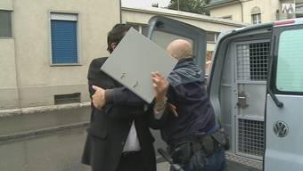 Prozess im Mordfall Dulliken: Der Angeklagte Demir H. auf dem Weg ins Gericht.