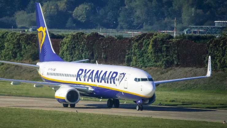 149 Ryanair-Passagiere konnten am Donnerstagabend erst nach fünfstündiger Verspätung nach London reisen. Der Grund: Frankreich hat das Flugzeug beschlagnahmt. (Archiv)