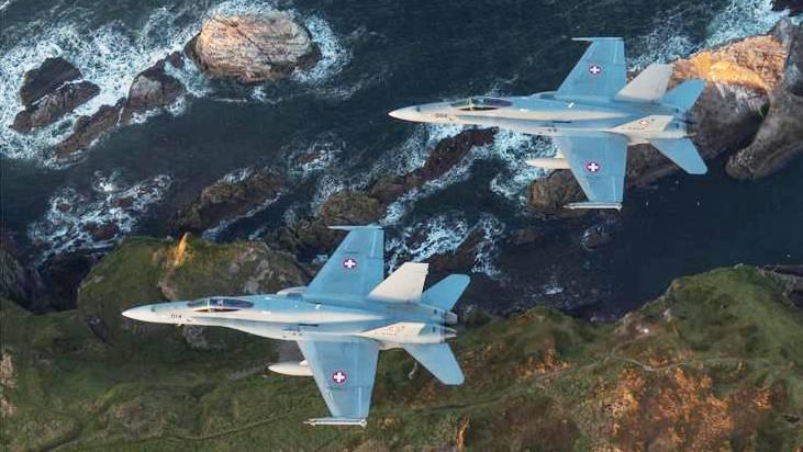 Wenn es eindunkelt, beginnt das Training der Schweizer F/A-18-Kampfjetpiloten in Schottland.
