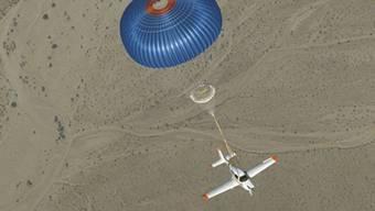 Das Rettungssystem BPS führt im Notfall dazu, dass das ganze Flugzeug am Fallschirm hängt, und nicht nur ein einzelner Pilot.