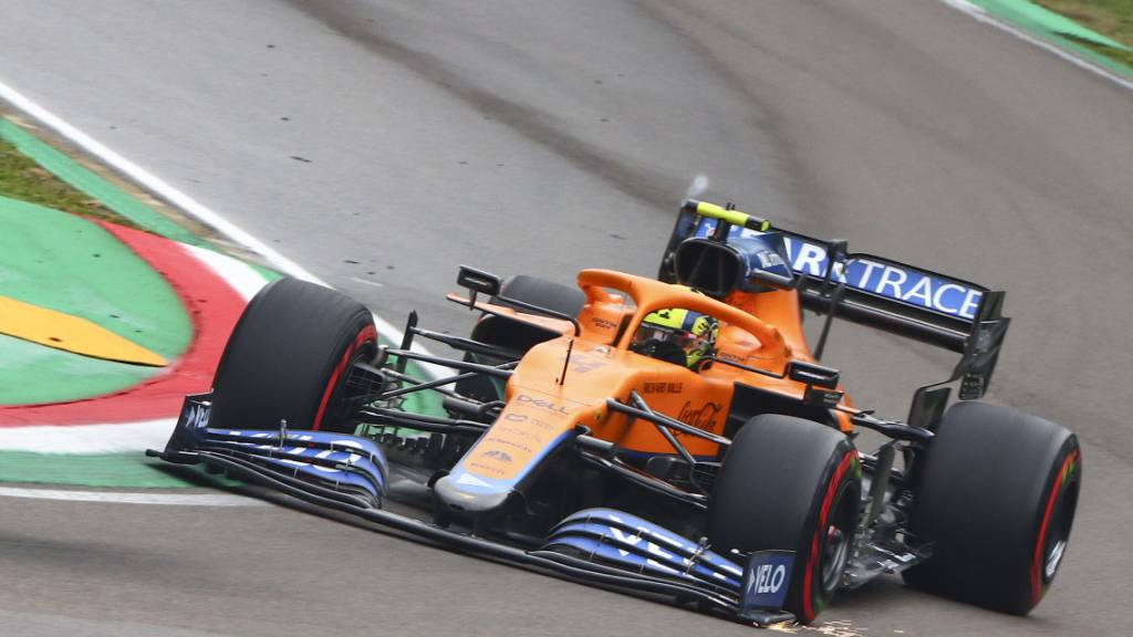 Lando Norris wird noch länger in einem McLaren über die Formel-1-Strecken rasen