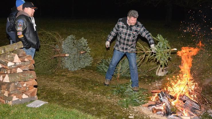 Weihnachtsbäume sorgen ein letztes Mal für Wärme: In Schlieren und Aesch werden dieses Jahr ebenfalls Christbäume verbrannt.