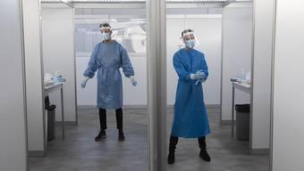 Angesichts dramatisch steigender Infektionszahlen haben die Niederlande den bisher härtesten Lockdown für ihr Land verhängt. Die strengen Maßnahmen sind am 15.12.2020 in Kraft getreten und sollen bis zum 19. Januar 2021 dauern. Foto: Peter Dejong/AP/dpa