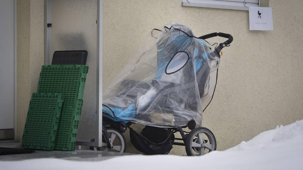 Baby auf Wickeltisch missbraucht: Kita-Betreuer soll 5 Jahre hinter Gitter