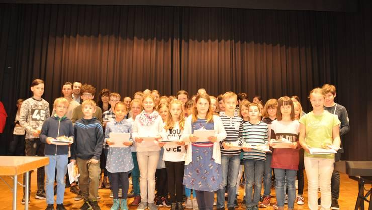 Gruppenbild der ausgezeichneten Musikschülerinnen und -schüler