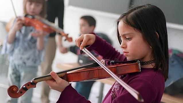 Die Anlaufstelle Rokj greift benachteiligten Kinder unter die Arme, wenn es etwa darum geht, den Musikunterricht zu finanzieren. (Symbolbild)