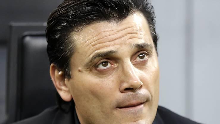 Die Sorgenfalten kommen nicht von ungefähr: Milans Trainer Vincenzo Montella versucht, in der ungemütlichen Situation cool zu bleiben