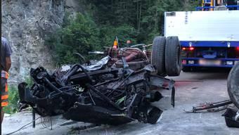 Das Wrack des abgestürzten Lastwagens in Silenen UR.