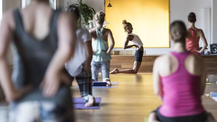 Yoga hat in den letzten sechs Jahren massiven Zulauf erfahren und ist bei Frauen besonders beliebt. Bei 80 Prozent liegt der Frauenanteil.