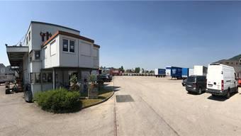Der Parkplatz der Firma Rüegger Transporte AG in Rothrist war als Umsteigeort der drei Fernbuslinien durch die Schweiz vorgesehen. Nun wird er ersatzlos gestrichen.