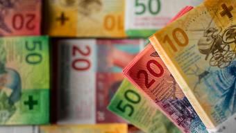 Selbständige und Kleinstunternehmen wie Coiffeursalons können in der Stadt Zürich ab sofort Nothilfe beantragen. (Symbolbild)
