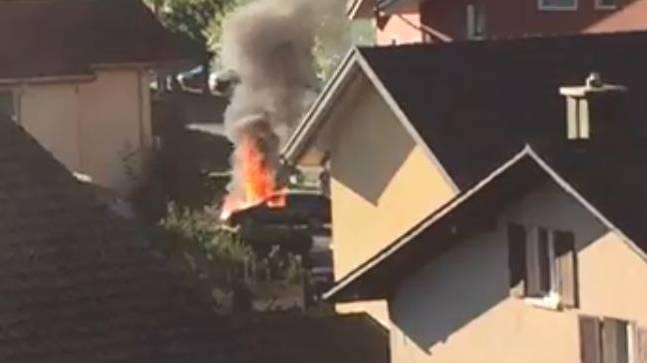 Totalschaden nach Autobrand in Emmetten