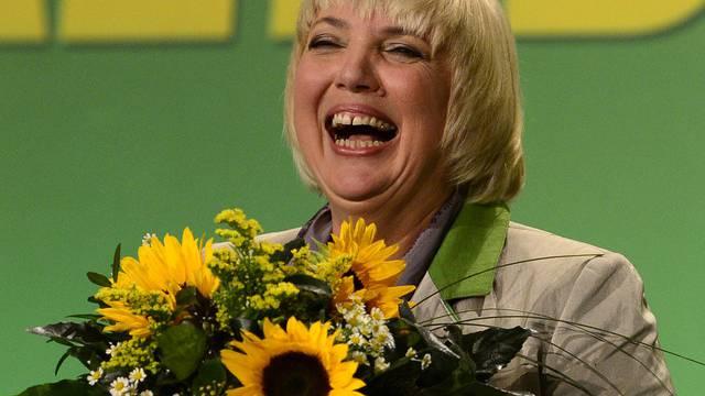 Claudia Roth freut sich über ihre Wiederwahl zur Vorsitzenden der deutschen Grünen