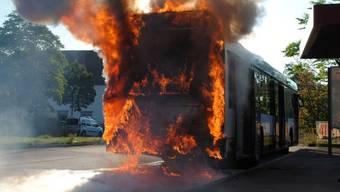 Ein Schaffhauser Linienbus ist am Donnerstagvormittag in Flammen aufgegangen. Verletzt wurde niemand.