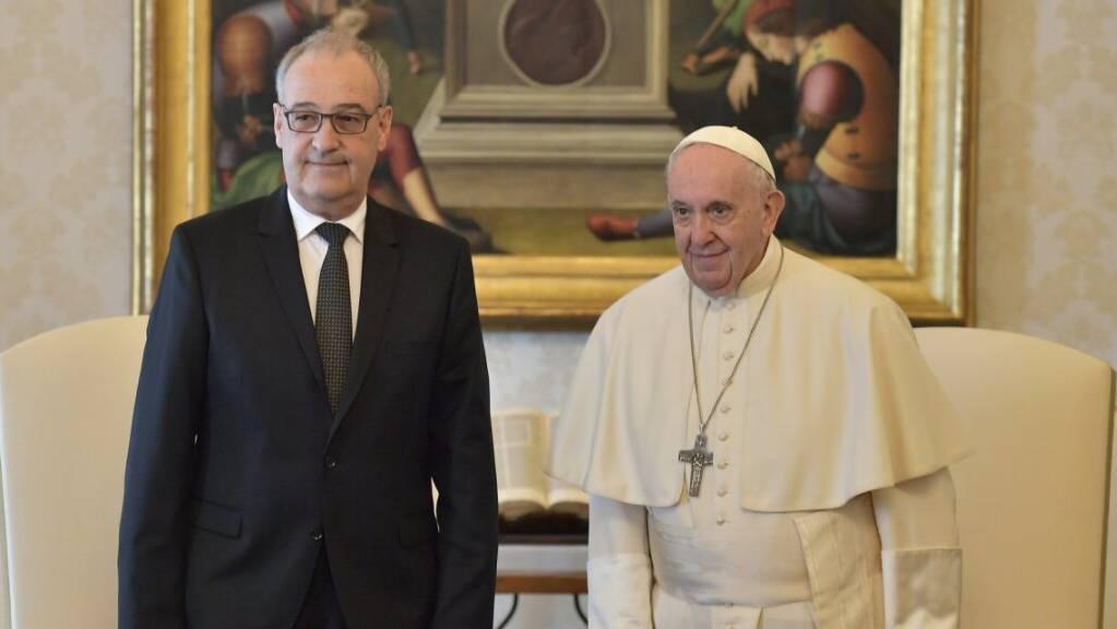 Bundespräsident Guy Parmelin (links) hat im Vatikan Papst Franziskus besucht.