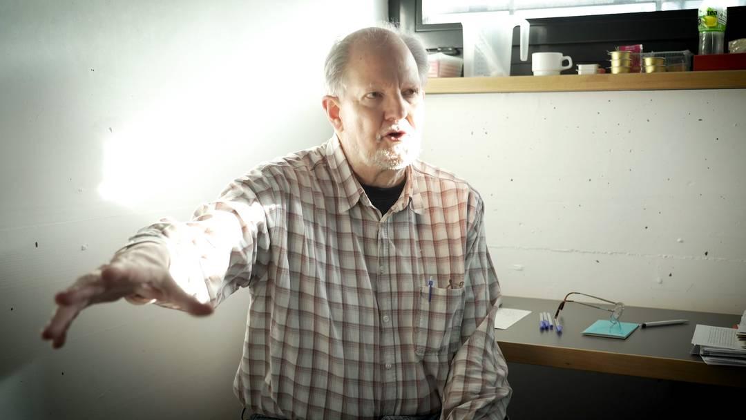 Peter Kneubühl erzählt, wie er sich vor tausend Polizisten versteckt hat.