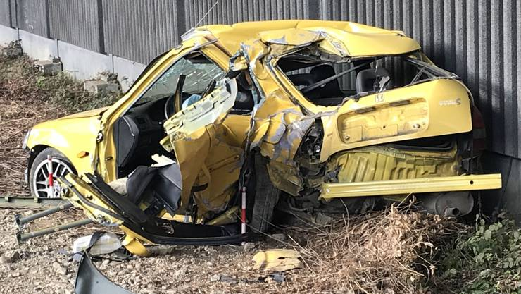 Der 19-jährige Lenker wurde schwer verletzt.