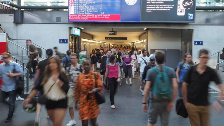 Gedränge am Knotenpunkt Olten. Zehntausende pendeln im Kanton Solothurn täglich zwischen Wohn- und Arbeitsort.
