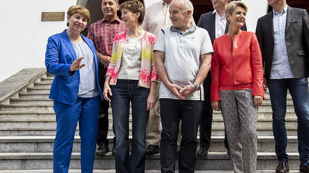 Im «Tenue leger» in die Sommerferien: die Mitglieder des Bundesrats verbringen ihren Sommerurlaub vorzugsweise in der Schweiz. Privat sind keine weiten Reisen ins Ausland geplant. (Archivbild)