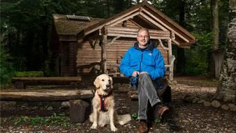 Der Weg durch den Wald wird Frank Haemmerli und Shana weiterhin zur Blockhütte im Lütisbuech führen. Bild: Sandra Ardizzone