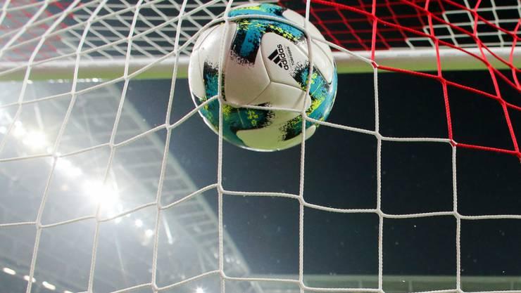 In diversen europäischen Ländern ruht der Ball bis im August
