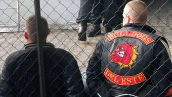 Zwei bei der Razzia bei Berlin vorübergehend festgenommene Bandidos-Mitglieder