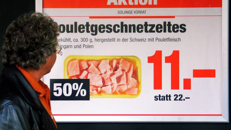 Bei den Schweizer Grossverteilern wurde dekontaminiertes Pouletfleisch entdeckt.
