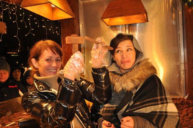 Belinda Bügler und Eréleta Adem freuten sich über das grosse Interesse an ihren Schoggi-Werkzeugen