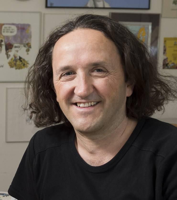 Silvan Wegmann wohnt und arbeitet in Baden und Tschechien. «Swen», wie der 49-Jährige seine Illustrationen unterschreibt, ist in Solothurn geboren und aufgewachsen. Regelmässig zeichnet er u.a. für die Zeitungen von CH Media. Im Ausland und in der Schweiz hat Wegmann für seine Arbeiten mehrere Auszeichnungen erhalten.Der preisgekrönte Künstler ist Initiant des jährlichen Cartoon-Festivals «Gezeichnet», das derzeit (noch bis 10. Februar 2019) im Museum für Kommunikation in Bern stattfindet. (chm)