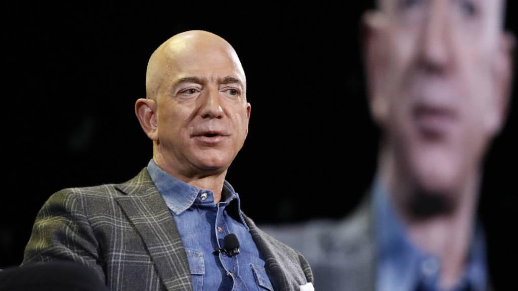 Amazon-Chef Jeff Bezos bleibt mit einem Vermögen von 179 Milliarden US-Dollar der reichste US-Bürger. Auf den weiteren Plätzen der Reichenliste «Forbes»-Magazins folgen Microsoft-Gründer Bill Gates und Facebook-Chef Mark Zuckerberg.(Archivbild)