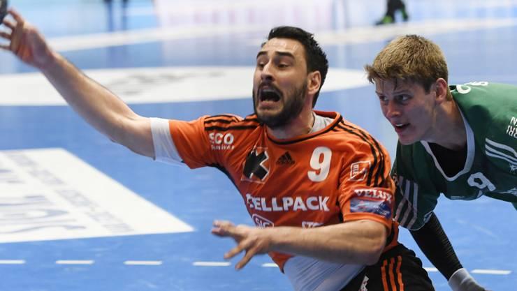 Andrija Pendic (am Ball) wechselt von den Kadetten zu St. Otmar St. Gallen