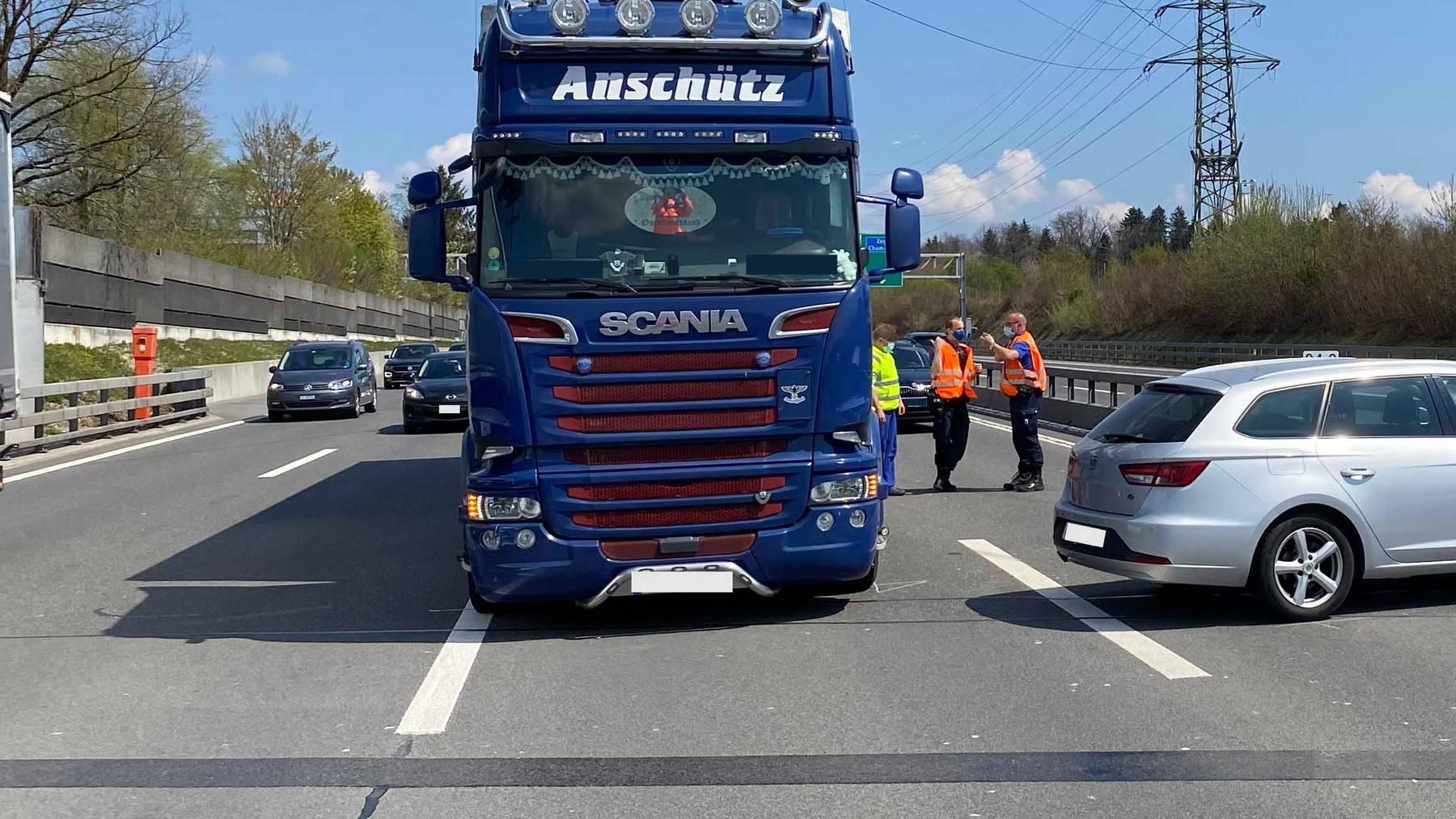 MM073_Cham_Kollision zwischen Auto und Lastwagen-Zeugenaufruf