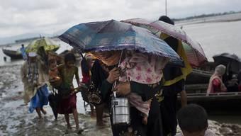 Rohingya am Grenzfluss zwischen Myanmar und Bangladesch: Tausende flüchten vor den Kämpfen in ihrer Heimat, doch auch die Flucht endet oft tödlich.