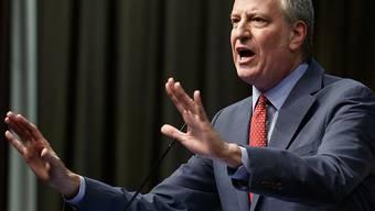 Der New Yorker Bürgermeister Bill de Blasio hat für Teile Brooklyns den Gesundheitsnotstand ausgerufen und dort eine Impfpflicht gegen Masern eingeführt. (Archiv)