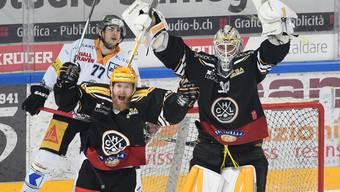 Jubeln nach dem Halbfinal-Einzug gegen Zug im Duett: Luganos Topskorer Linus Klasen (links) und Goalie Elvis Merzlikins