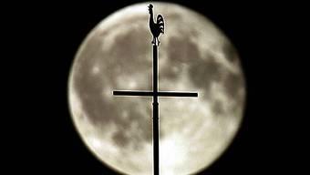 Missbrauch von Kindern - ein dunkles Kapitel der katholischen Kirche (Symbolbild)