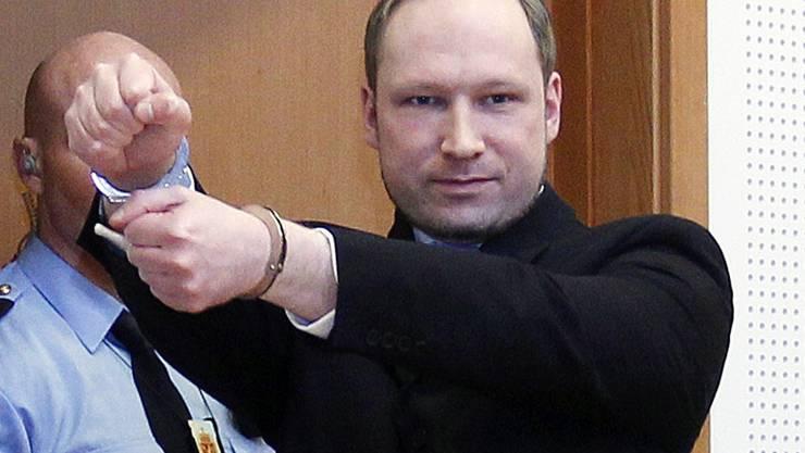 Anders Breivik beim Anmarsch vor Gericht: