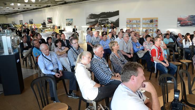 """Rund hundert Gäste versammelten sich """"Nico's Race Lounge"""""""