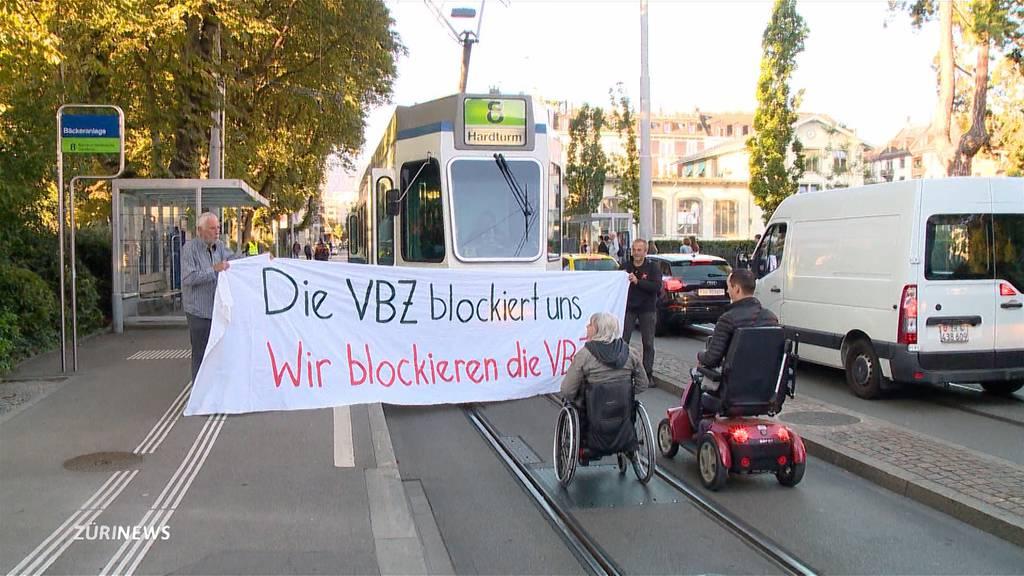 Rollstuhl-Tramblockade wegen Niederflur-Mangel