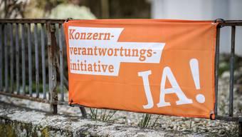 Das orange Fahnenmeer hat nicht gereicht: Die Konzernverantwortungsinitiative ist am Ständemehr gescheitert.