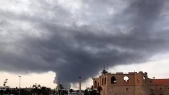 Kampfjets bombardierten am Montag in Tripolis den militärischen Teil des Flughafens Mitiga. (Archivbild)