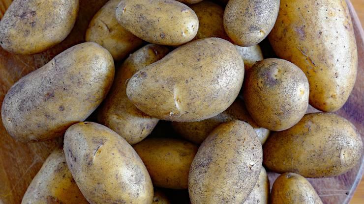 Wahrscheinlich eher absichtlich aber trotzdem lustig: Ein Hotelgast hat sich ein Bad mit Kartoffeln gegönnt.