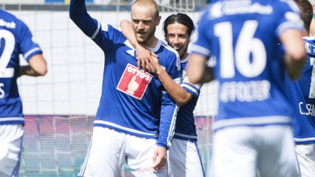 Wieder Marco Schneuwly - der opportunistische Stürmer (Mitte) lässt sich hier für das 2:0 gegen seinen Ex-Klub Thun feiern