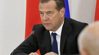 Der russische Regierungschef Dmitri Medwedew hat das Klimaschutzabkommen von Paris unterzeichnet. Russland werde die Luftverschmutzung reduzieren und Wälder aufforsten, sagte er. (Archivbild)