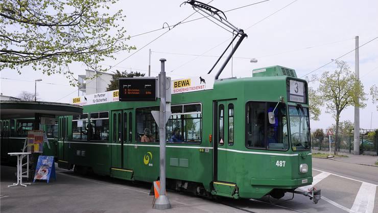Die neue Tramverbindung soll an der heutigen Endhaltestelle des 3er-Trams Burgfelden Grenze beginnen und westlich des Bahnhofs von Saint-Louis enden. (Archiv)