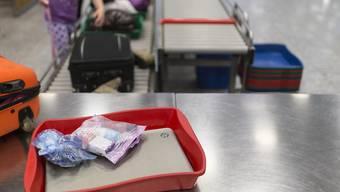Ab kommenden Samstag dürfen auf Flügen von Europa in die USA nur noch geringe Mengen Pulver ins Handgepäck.