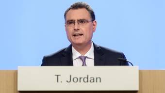 Nationalbank-Präsident Thomas Jordan äussert sich zu den politischen Forderungen zurückhaltend: «Die SNB sollte nicht direkt in die Finanzierung der AHV eingebunden werden.»