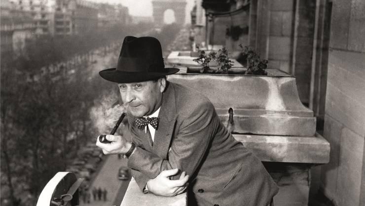 Georges Simenon auf dem Balkon des Hotels Claridge an den Champs-Élysées, ca. 1957. René Saint Paul/RUE DES ARchives/KEYSTONE