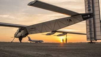 "Die ""Solar Impulse 2"" beim Start der Etappe Ahmedabad-Varanasi"
